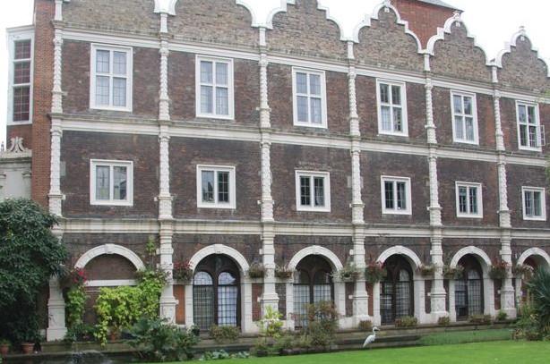 Holland Park YHA Hostel