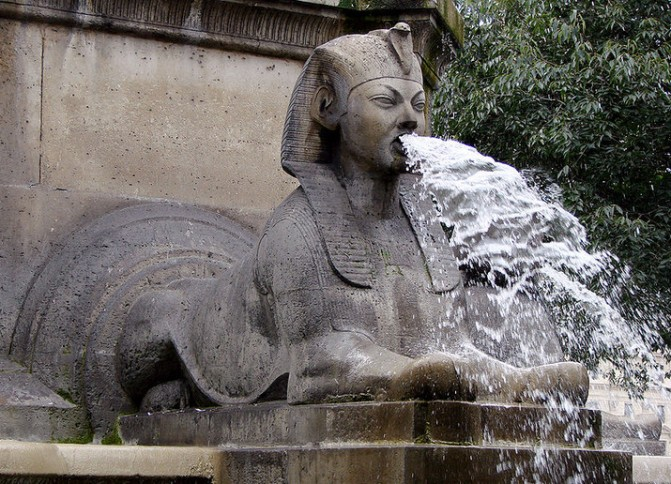 Fontaine du Palmier (Photo Credit: Vassil via Wikipedia)
